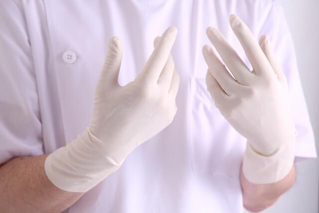 手術する手