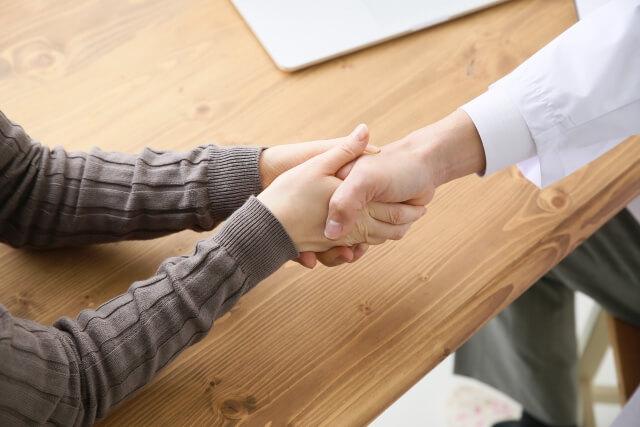 先生と握手